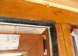 Montaż w domku drewnianym przy użyciu taśm